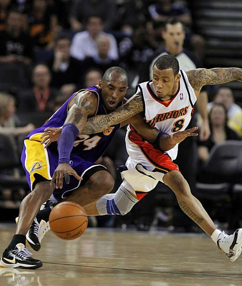 Monta Ellis knocks the ball loose from Kobe Bryant in the final seconds of the game. The Golden State Warriors played the Los Angeles Lakers at Oracle Arena in Oakland, Calif., on Monday, March 15, 2010. Photo: Carlos Avila Gonzalez, The Chronicle