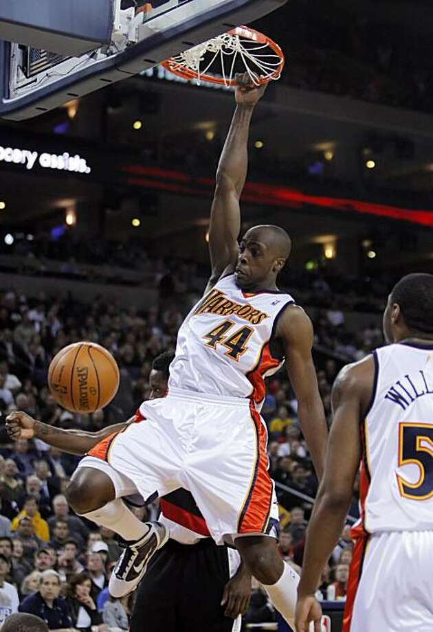 Anthony Tolliver dunks in the first half. The Golden State Warriors played the Portland Trail Blazers at Oracle Pavilion in Oakland, Calif., on March 11, 2010. Photo: Carlos Avila Gonzalez, The Chronicle