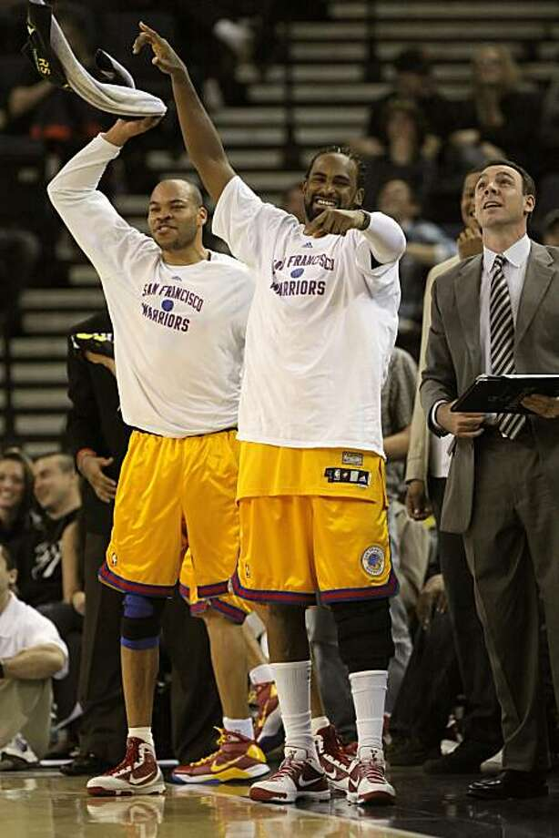 Warriors' Devean George, left, and Ronny Turiaf, celebrate C.J. Watson's 40 points as the game draws to a close. The Golden State Warriors played the Sacramento Kings at Oracle Arena in Oakland, Calif., on Wednesday, February 17, 2010. Photo: Carlos Avila Gonzalez, The Chronicle