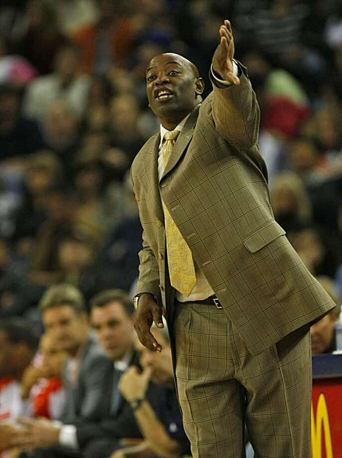 Golden State Warriors acting head coach Keith Smart directs the team as they play the Indiana Pacers, Monday Nov. 30, 2009, at the Oracle Arena in Oakland, Calif. Photo: Lacy Atkins, The Chronicle