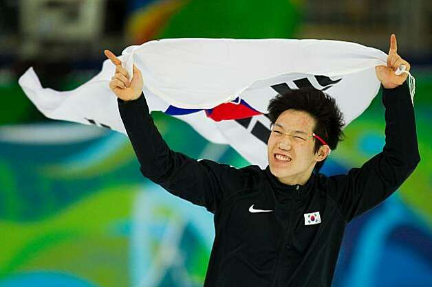 Tae-Bum Mo of Korea takes a victory lap after winning the gold medal winner in the men's 500m speed skating at the 2010 Winter Olympics at the Richmond Oval Monday, Feb. 15, 2010.  ( Smiley N. Pool / Chronicle Olympic Bureau )Tae-Bum Mo of Korea takes a victory lap after winning the gold medal winner in the men's 500m speed skating at the 2010 Winter Olympics at the Richmond Oval Monday, Feb. 15, 2010. Photo: Smiley N. Pool, Chronicle Olympic Bureau
