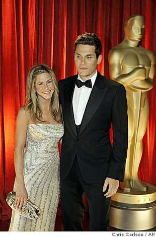 Jennifer Aniston, left, and John Mayer arrive at the 81st Academy Awards Sunday, Feb. 22, 2009, in the Hollywood section of Los Angeles. Photo: Chris Carlson, AP