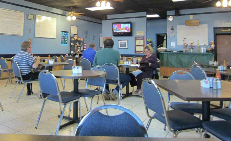 Before: The Pelican Grill in Seabrook is a mom-and-pop restaurant serving breakfast and lunch. It sported blue walls, white menu boards, tired ceiling fans and a lonely flat-screen TV. Photo: Syd Kearney