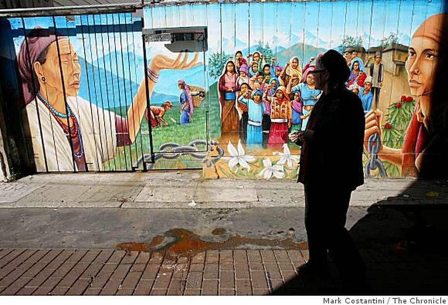 Web-celeb Heather Champ leads a walking tour of Mission Murals this weekend Photo: Mark Costantini, The Chronicle