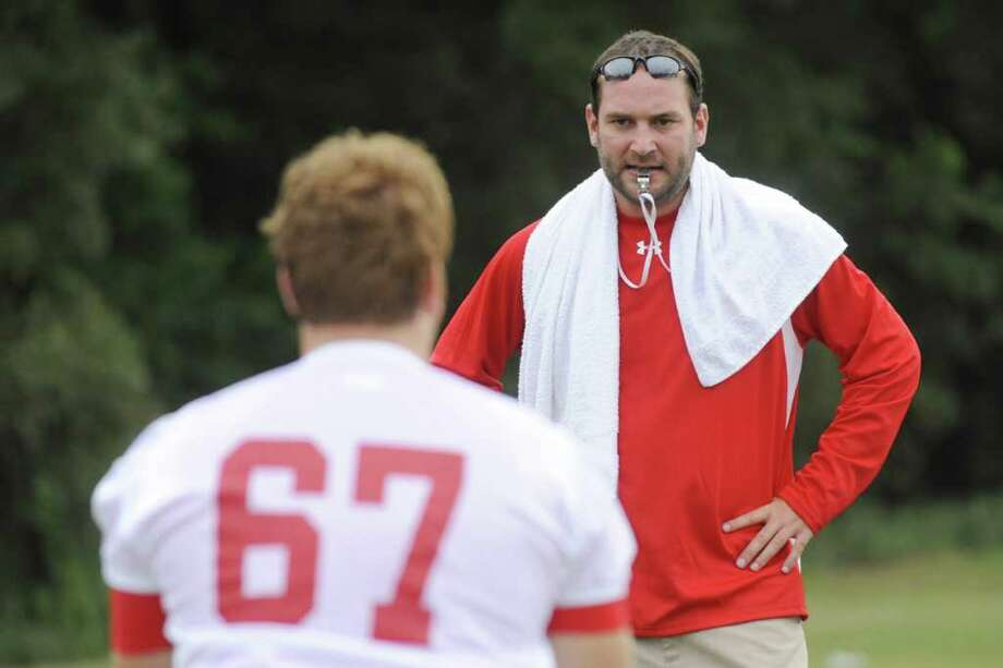 Lamar offensive line coach Nathan Reeves, center, watches the footwork of a Cardinal offensive lineman during Lamar University's first football practice.  Thursday, August 5, 2010. Valentino Mauricio/The Enterprise Photo: Valentino Mauricio / Beaumont