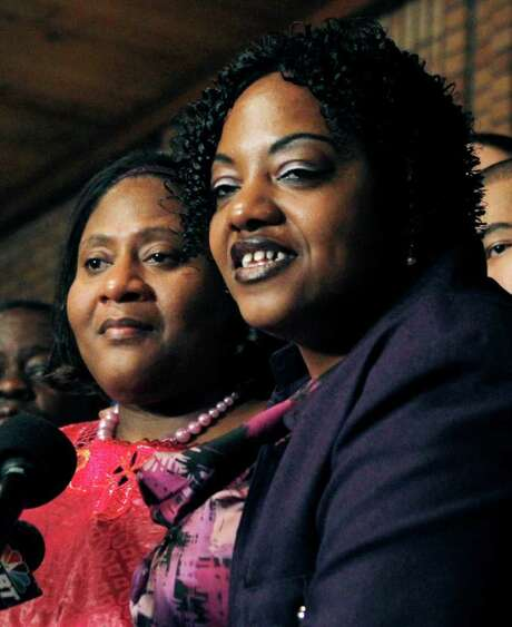Jamie Scott, left, and her sister, Gladys, bot of Mississippi, had their life sentences suspended  after serving 16 years for an armed robbery conviction on the condition that one donate a kidney to the other. Photo: Rogelio V. Solis / AP2011