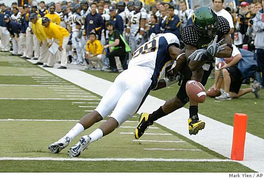 Oregon Duck receiver Cameron Colvin, right, fumbles the ball through the end zone after being hit by California's Marcus Ezeff in the closing seconds of the fourth quarter during their college football game, in Eugene, Ore., Saturday, Sept. 29, 2007. California won the contest 31-24. (AP Photo/Albany Democrat-Herald, Mark Ylen) Ran on: 09-30-2007 Photo: Mark Ylen, AP