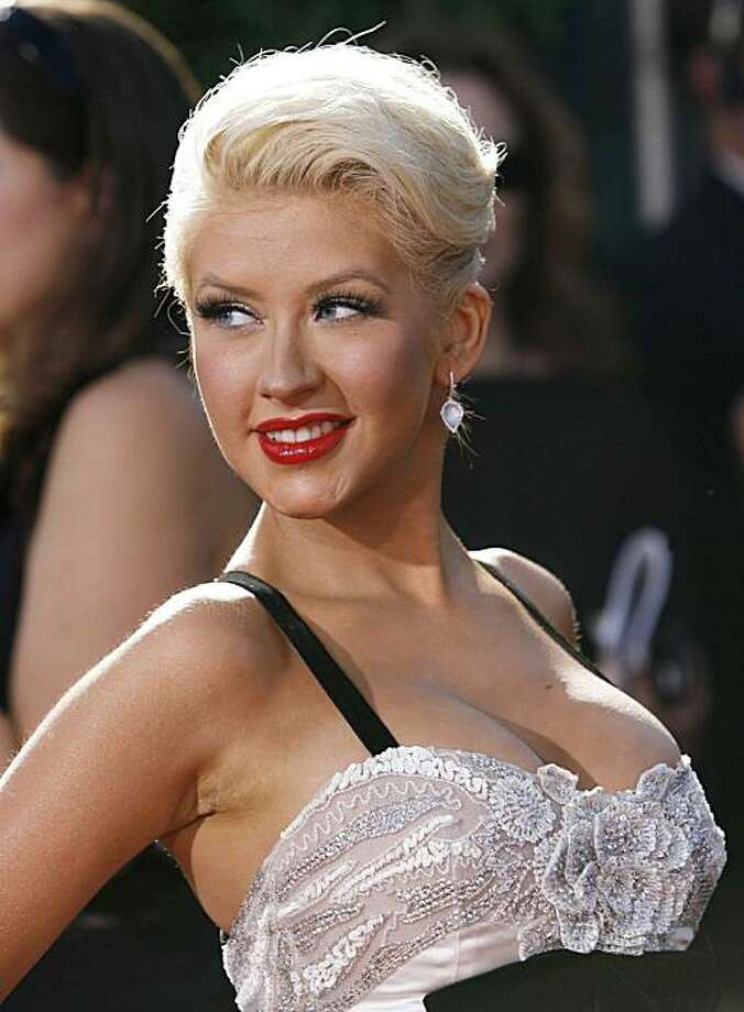Singer Christina Aguilera arrives at the 59th Primetime Emmy Awards in Los Angeles, California September 16, 2007. REUTERS/Mario Anzuoni (UNITED STATES) Ran on: 09-30-2007 Photo: Mario Anzuoni, REUTERS