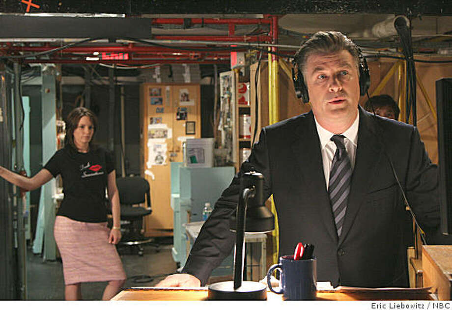 30 ROCK: Tina Fey as Lisa, Alec Baldwin as Jack Photo: Eric Liebowitz, NBC