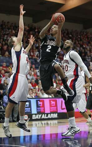 Gonzaga guard Marquise Carter (2) drives to the basket between St. Mary's guard Matthew Dellavedova (4) and forward Kenton Walker II (30) in the first half of an NCAA college basketball game Thursday, Jan. 12, 2012, in Moraga, Calif. (AP Photo/ Tony Avelar) Photo: Tony Avelar, Associated Press