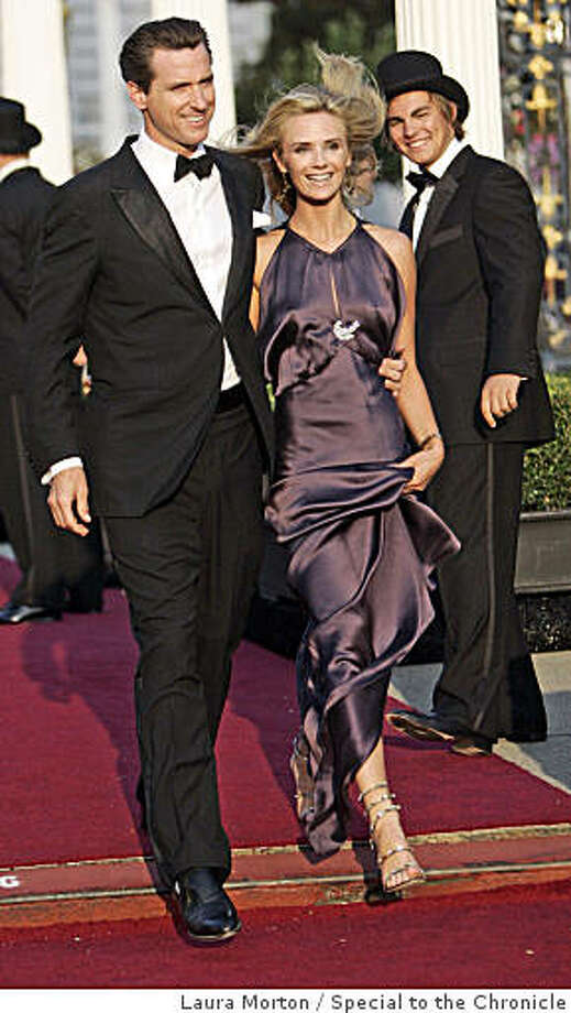 sfopera10_0702_LKM.jpg Mayor Gavin Newsom and girlfriend Jennifer Siebel in Maggie Norris couture, arrive at the War Memorial Opera House for the San Francisco Opera Opening Night Gala on Friday night. (Laura Morton/Special to the Chronicle) *** Gavin Newsom *** Jennifer Siebel Photo: Laura Morton, Special To The Chronicle