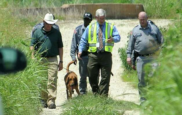The Jefferson County Sherrif's department utilizes search dogs from the Department of Criminal Justice to search for 14 year old, Sharon West near Gulf Breeze soccer fields in Fannett, Tuesday. Tammy McKinley/The Enterprise Photo: TAMMY MCKINLEY