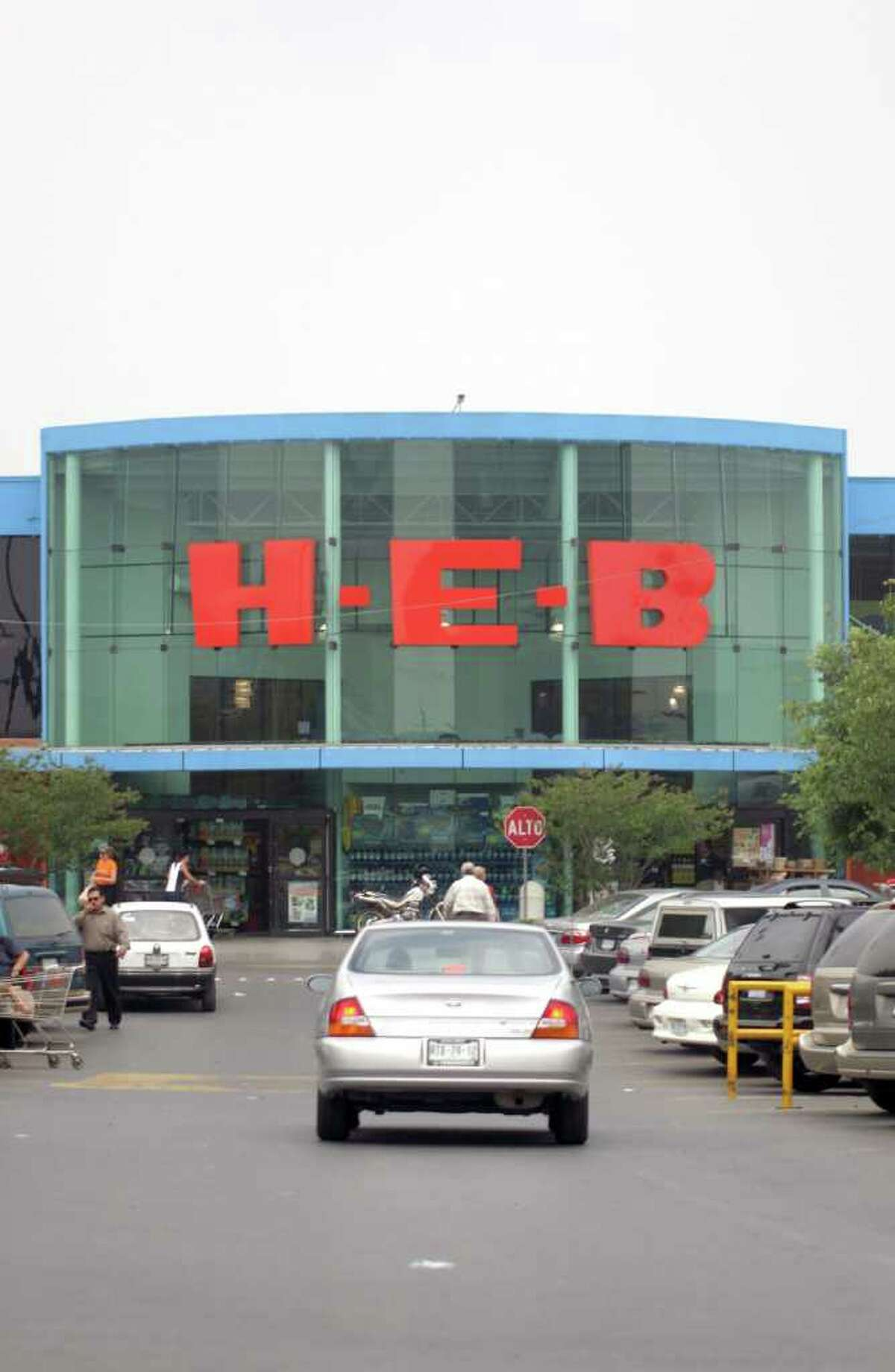 H-E-B supermarket in Monterrey, Mexico