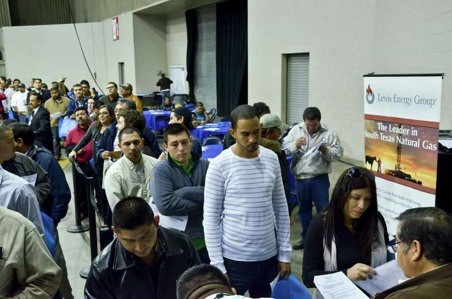 A line of applicants wait their turn to speak to a representative at the Lewis Energy Group at Friday's Eagle Ford Shale Job Fair at the Laredo Energy Arena. Photo: CUATE SANTOS / LAREDO MORNING TIMES