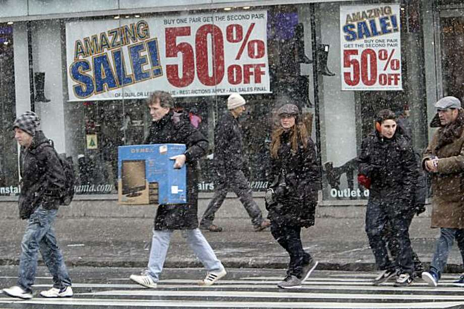 Shoppers make their way in the snow in Union Square, Sunday, Dec. 26, 2010 in New York. Photo: Mary Altaffer, AP