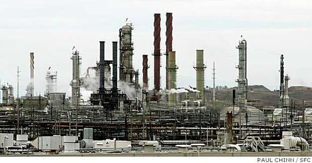 The Chevron oil refinery in Richmond, Calif. on Thursday, Oct. 11, 2007. Photo: PAUL CHINN, SFC