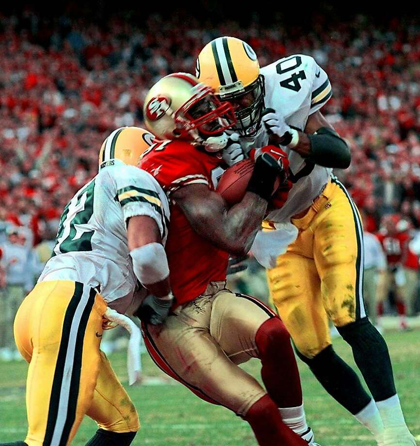 It's too late for the Packers' Pat Terrell (40) and Darren Sharper as Terrell Owens pulls in the winning touchdown pass from Steve Young with three seconds left in a playoff game. Photo: Susan Ragan, Associated Press