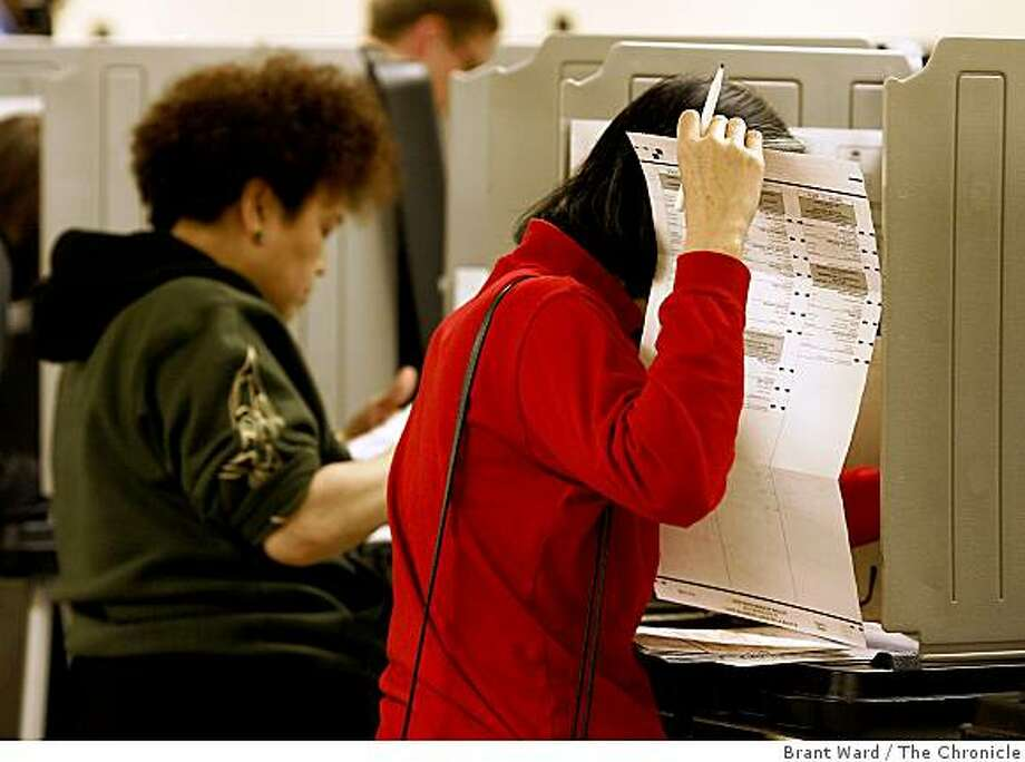 Voters in the November 2006 elections were provided special pens in the voting booths to mark the ballots made by the Omaha, Neb., company Election Systems and Software. Photo: Brant Ward, The Chronicle