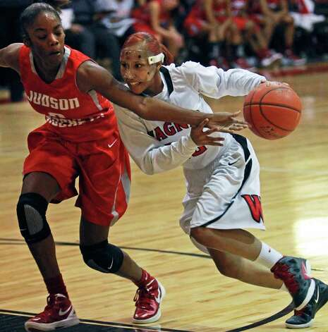Wagner's Aundrea Davis heads down the lane against Judson's LaQeisha Brown. Photo: TOM REEL, Express-News / © 2012 San Antonio Express-News  MAGS OUT; TV OUT; NO SALES; SAN ANTONIO OUT; AP MEMBERS ONLY; MANDATORY CREDIT; EFE OUT