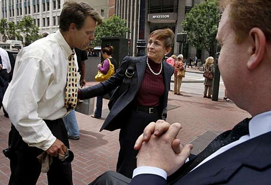 Jill Sideman wishes shoeshine man Larry Moore (left) luck after giving him a tip and a hug at Market and New Montgomery streets in San Francisco, Calif., on Thursday, June 4, 2009. Photo: Paul Chinn, The Chronicle