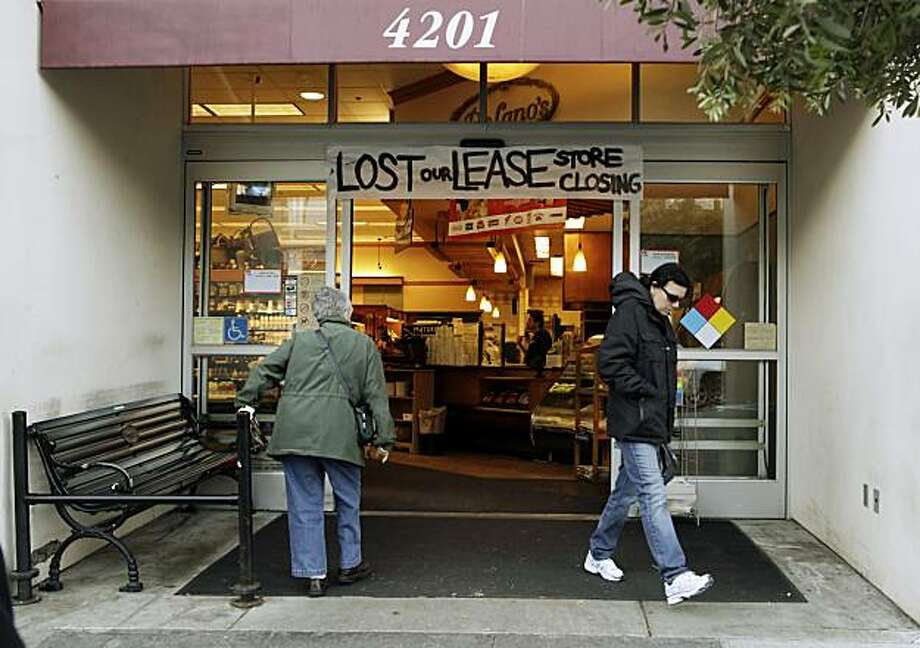 The DeLano's mini-chain of grocery stores is bankrupt and stores are expected to close in roughly two weeks. Here, customers enter the San Francisco, Calif., store on 18th Street on Monday, November 29, 2010. Photo: Carlos Avila Gonzalez, The Chronicle
