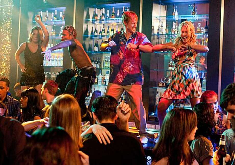 """(L-r from center) OWEN WILSON as Rick and NICKY WHELAN as Leigh in New Line Cinema's comedy """"HALL PASS,"""" a Warner Bros. Pictures release.  Photo by Peter Iovino Photo: Peter Iovino, Warner Bros."""