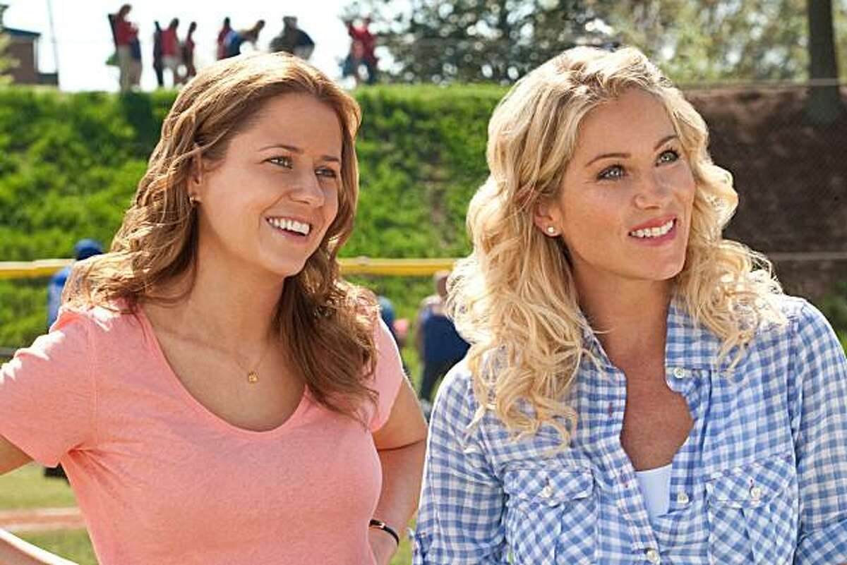"""In this film publicity image released by Warner Bros., Jenna Fischer, left, and Christina Applegate are shown in a scene from, """"Hall Pass."""" (AP PHoto/Warner Bros., Peter Iovino)"""