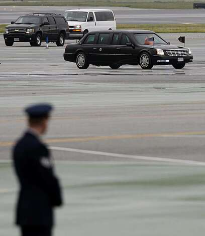 President Obama's motorcade arrives at San Francisco International for a flight to Oregon on Friday, Feb. 18, 2011, after attending a dinner with leaders in the tech industry Thursday night. Photo: Paul Chinn, The Chronicle