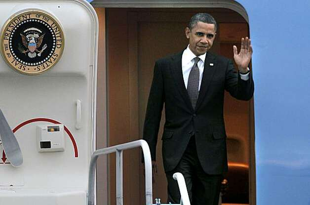 President Obama arrives aboard Air Force One, at San Francisco International airport, on Thursday Feb. 17, 2011,  for a one day visit with local business leaders in the fields of technology and innovation. Photo: Michael Macor, The Chronicle