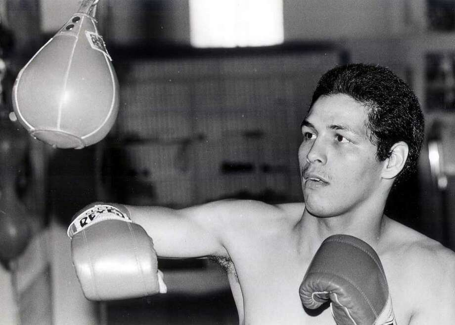Boxer Alfred Rangel trains in the gym in an Express-News file photo from 1988. Photo: EXPRESS-NEWS FILE PHOTO