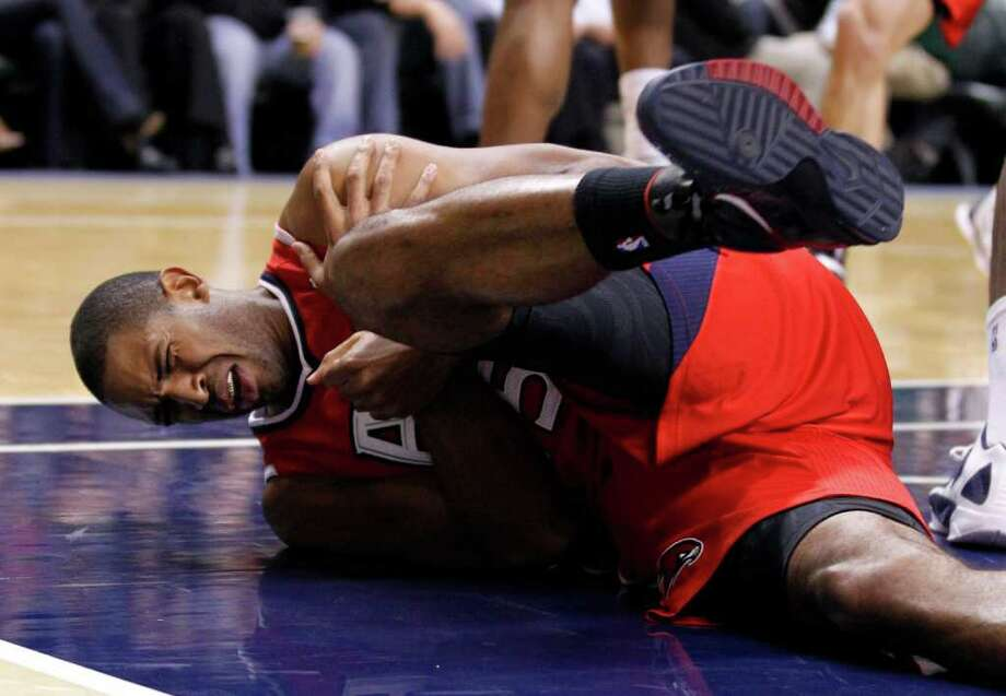 Atlanta Hawks center Al Horford grimaces in pain after he was injured in the first half of an NBA basketball game against the Indiana Pacers in Indianapolis, Wednesday, Jan. 11, 2012. Photo: AP
