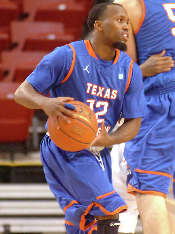 Port Arthur Memorial graduate, Shaquille White-Miller plays for UT-Arlington against Lamar University at the Montagne Center at Lamar University in Beaumont, Saturday, January 14, 2012. Tammy McKinley/The Enterprise Photo: TAMMY MCKINLEY