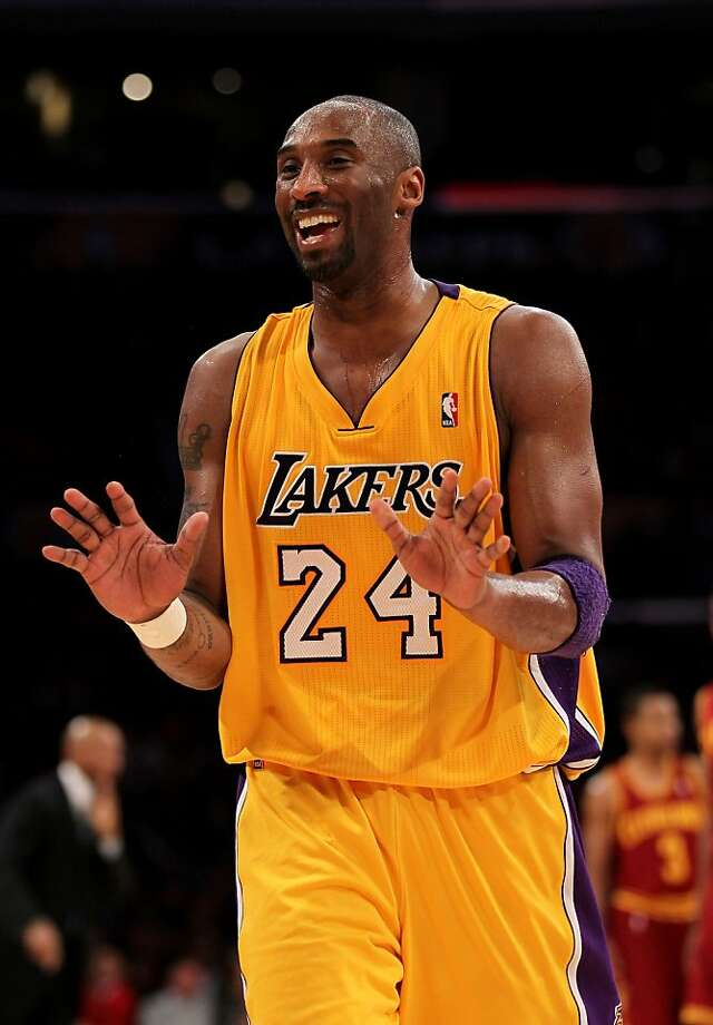 477ba83cefe2 Kobe Bryant takes injections