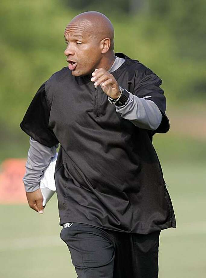 Atlanta Falcons offensive coordinator Hue Jackson directs his players during football practice in Flowery Branch, Ga., Thursday, Aug. 2, 2007.  (AP Photo/John Bazemore) Photo: John  Bazemore, AP