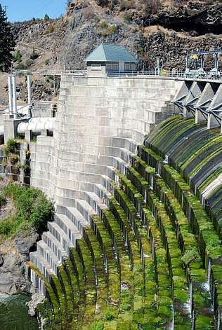 FILE - This Aug. 21, 2009, file photo shows Copco I Dam on the Klamath River near Hornbrook, Calif. An agreement signed Thursday, Feb. 18, 2010, in Salem, Ore., lays out plans to remove this dam and three others as part of a settlement of long-standing water wars in the Klamath Basin. Photo: Jeff Barnard, File, AP