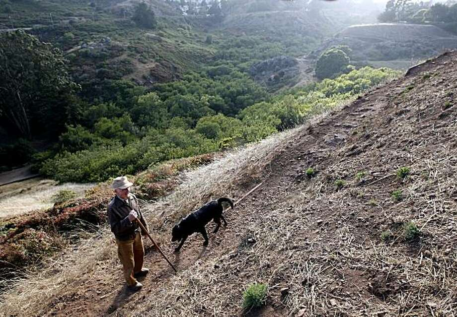 Leo Hainzl and his dog, Fritz, in Glen Canyon , in San Francisco, Calif. Sunday,  Aug. 3, 2008. Photo: Katy Raddatz, The Chronicle