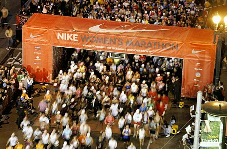 The 2007 Nike Women's Marathon begins in San Francisco. Photo: Michael Maloney, SFC