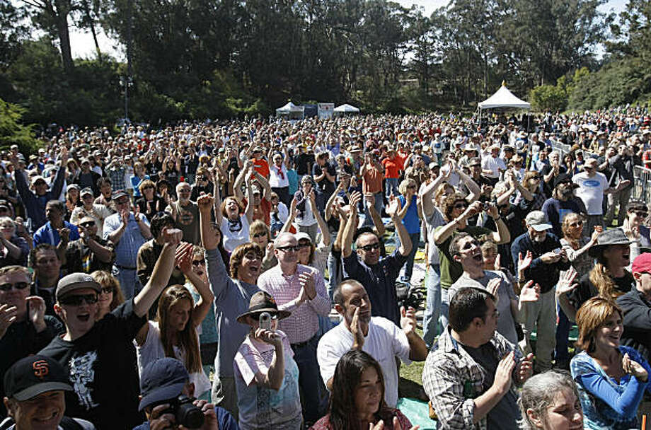 A sea of fans clap for Buddy Miller at the Tower of Gold Stage during the Hardly Strictly Bluegrass Festival,  Golden Gate Park on Saturday October 3, 2009 in San Francisco, Calif. Photo: Michael Macor, The Chronicle