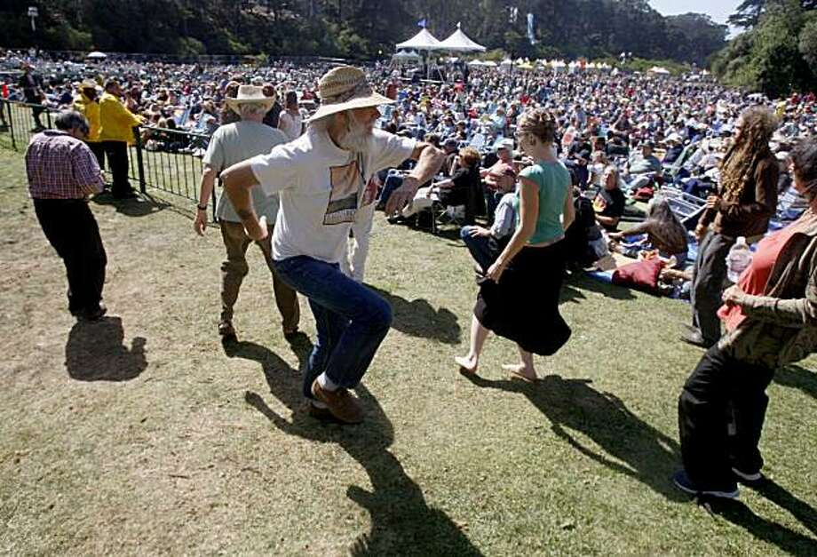 Music lovers, including Mike Nelson, center, dance to the music of the Peter Rowan Bluegrass Band at the annual Hardly Strictly Bluegrass Festival at Golden Gate Park in San Francisco, Calif., on Saturday, Oct. 4, 2008. Photo: Paul Chinn, The Chronicle