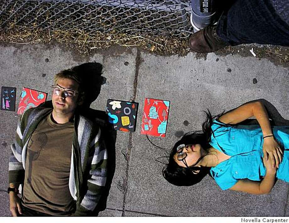 Artists Crockett Bodelson and Sandra Wang sell their paintings on the sidewalk to passersby in Hayes Valley. Photo: Novella Carpenter