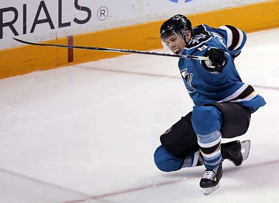 Joe Pavelski celebrates his second goal of the game in the third period of Game 2 of the Western Conference semifinal series in San Jose on Sunday. Photo: Carlos Avila Gonzalez, The Chronicle