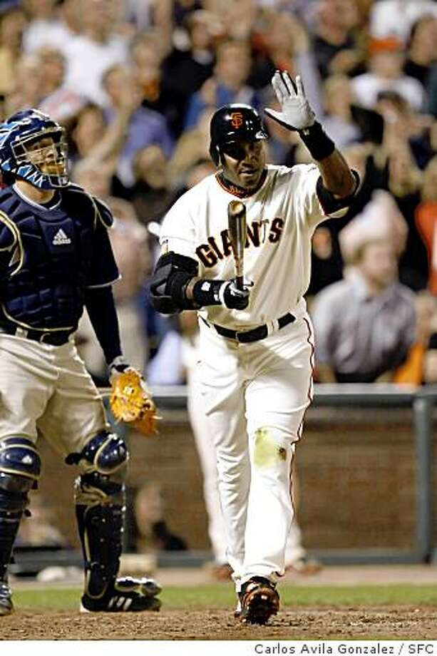 GIANTS27_0021_CAG.JPG Barry Bonds slaps his bat after popping out deep to center field in his last at-bat as a San Francisco Giant. Barry Bonds bids farewell to the fans at AT&T Park. The San Francisco Giants played the San Diego Padres at AT&T Park in San Francisco, Ca., on Wednesday, September 26, 2007. This game marks the end of Barry Bonds's career as a Giant in front of the home crowd, as he has been informed that he will not return to the team by the team's management. Photo: Carlos Avila Gonzalez, SFC