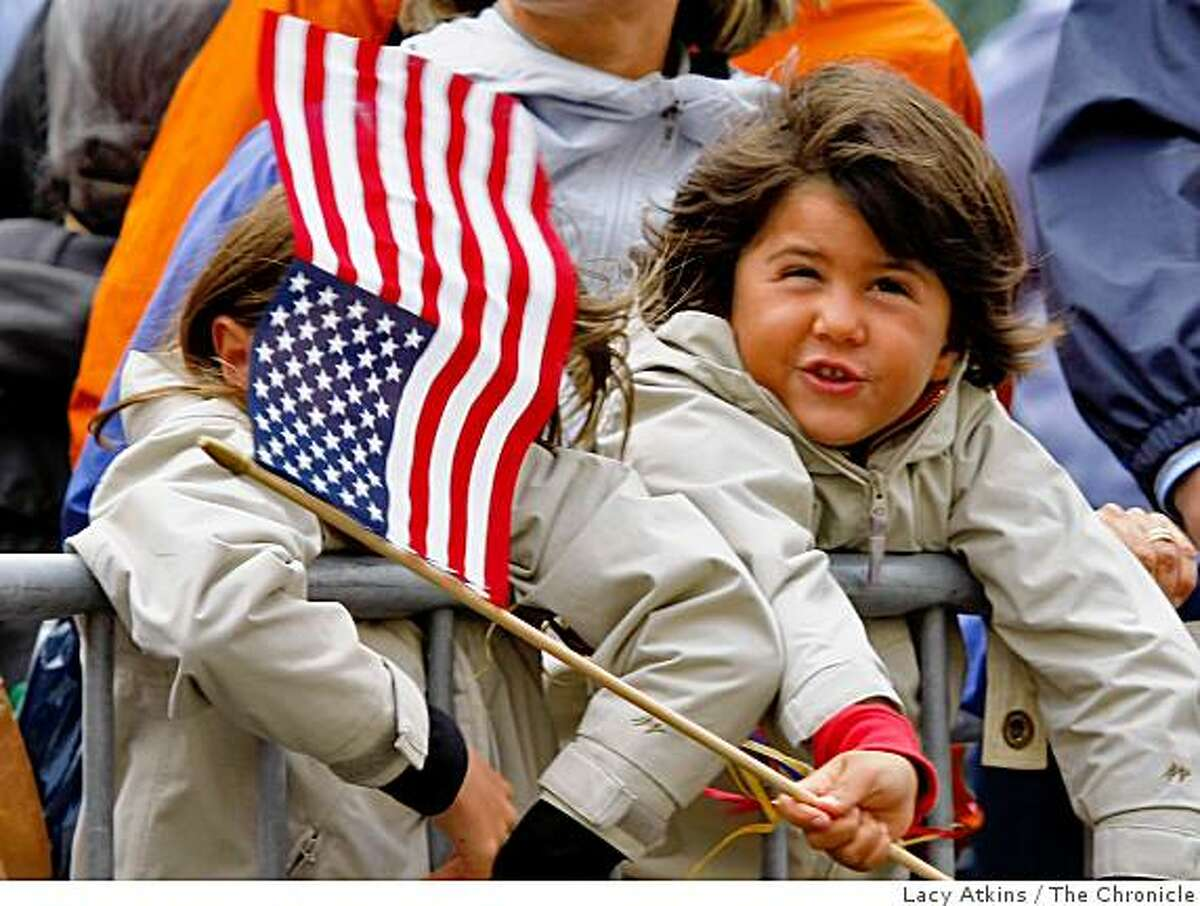 Ottavia Barra Caracciolo, 6 years old, on vacation from Italy waits outside the Fairmont Hotel in hopes to see Democratic President candidate Barack Obama, Sunday Aug. 17, 2008, in San Francisco, Calif.