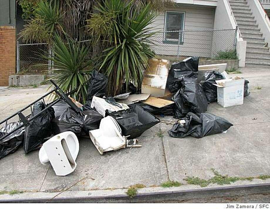 Trash dumped on an S.F. sidewalk. Photo: Jim Zamora, SFC