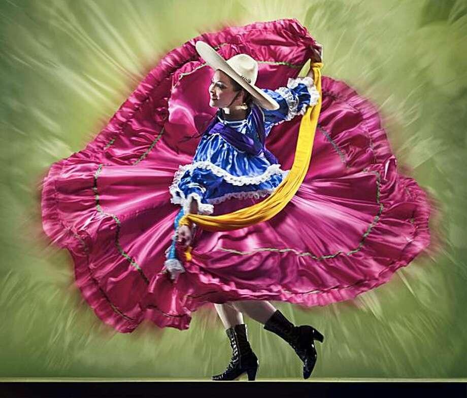 Mexican Bicentennial Tribute at the San Francisco Ethnic Dance Festival Photo: RJ Muna