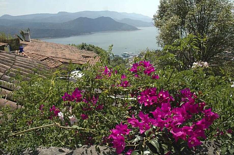 Valle de Bravo, Mexico state - A walk up the steep streets behind the cathedral. Photo: Christine Delsol, Special To SFGate