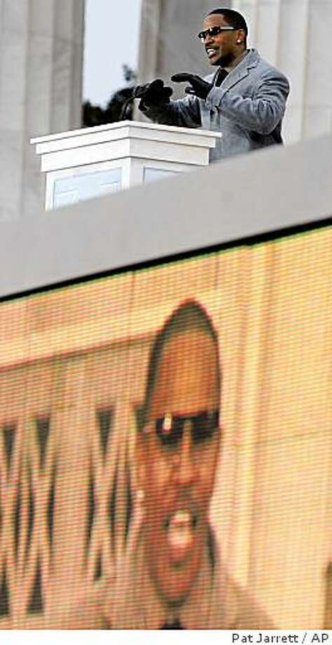 """Jamie Foxx speaks during """"We Are One: Opening Inaugural Celebration at the Lincoln Memorial"""" in Washington, Sunday, Jan. 18, 2009. Photo: Pat Jarrett, AP"""