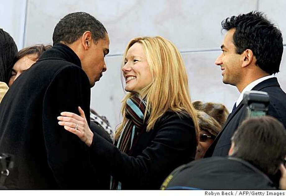 "US president-elect Barack Obama (L) talks with actor Laura Linney (C) as actor Kal Penn (R) looks on, at the end of the 'We Are One"" concert, one of the events of Obama's inauguration celebrations, at the Lincoln Memorial in Washington on January 18, 2009. Photo: Robyn Beck, AFP/Getty Images"