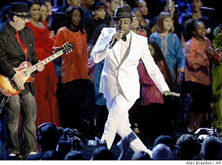 Singer will.i.am performs at the Neighborhood Inaugural Ball in Washington, Tuesday, Jan. 20, 2009. Photo: Alex Brandon, AP