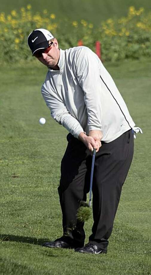 David Duval chips onto the sixth green of the Pebble Beach Golf Links during the second round of the AT&T Pebble Beach National Pro-Am golf tournament in Pebble Beach, Calif., Friday, Feb. 12, 2010. Photo: Lance Iversen, The Chronicle
